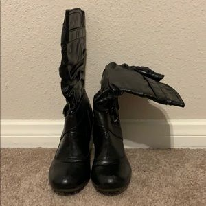 Low heeled tall black scrunch boots